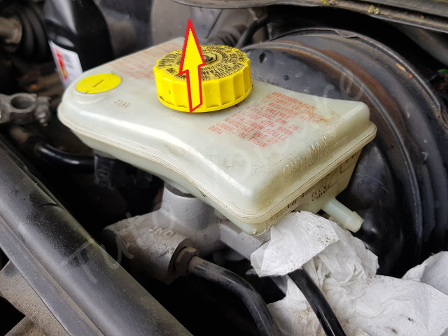 Retirer bocal de liquide de frein Audi A4