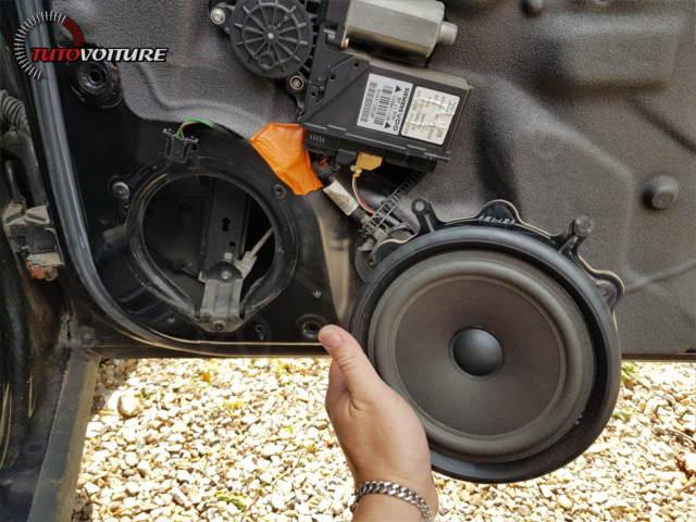 Accéder enceinte avant Audi A4 B6