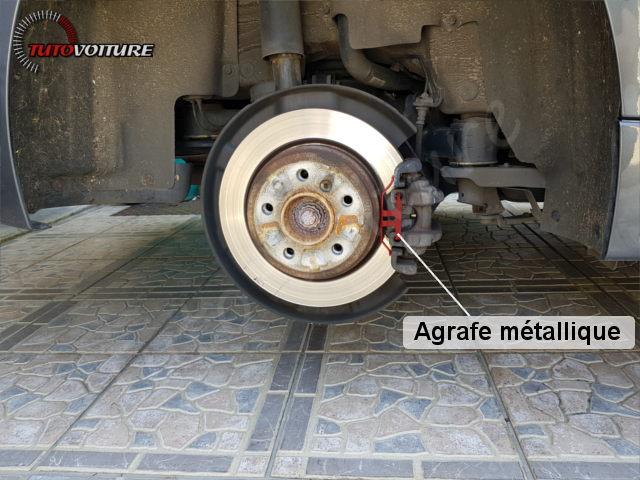 Retirer agrafe plaquettes de frein BMW 3 F30