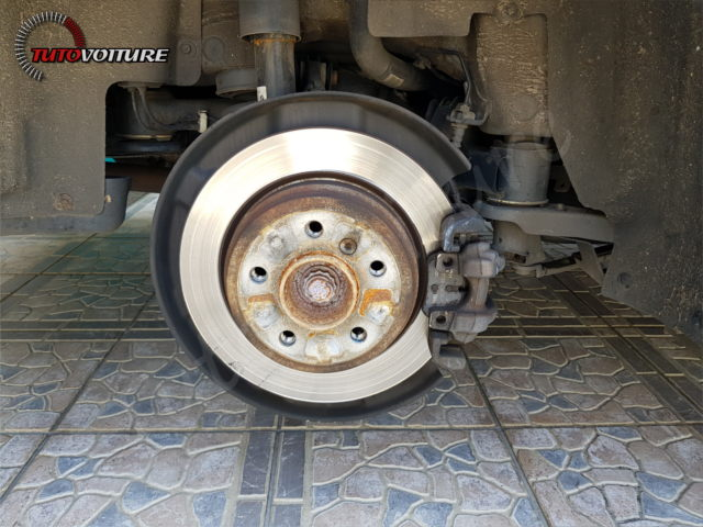 04-retirer-roue-arriere-bmw-f30