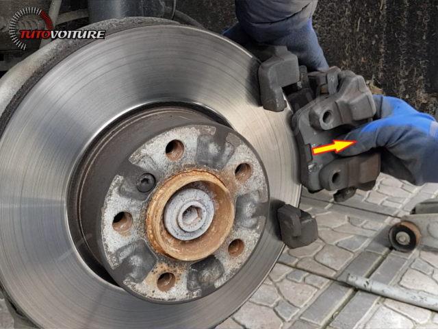 12-retirer-roue-arriere-bmw-f30
