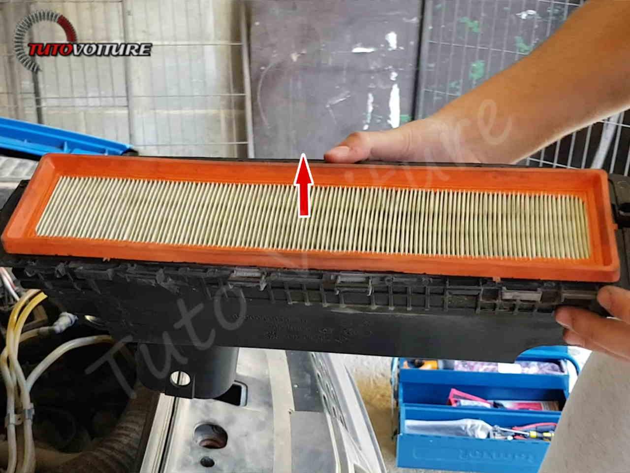 11-changer-le-filtre-à-air--renault-clio-2