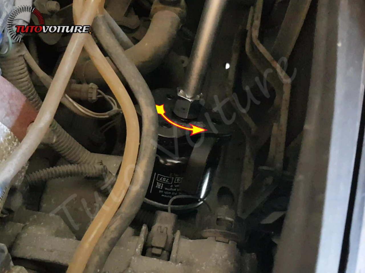 Enlever le filtre à huile - Renault Clio 2