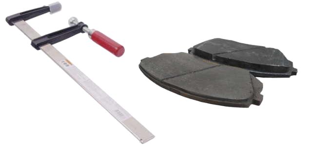 Comment repousser un piston de frein avec un serre-joint