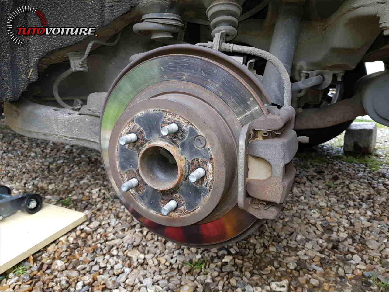 Remplacer ses disques et plaquettes de frein arrière Renault Koleos