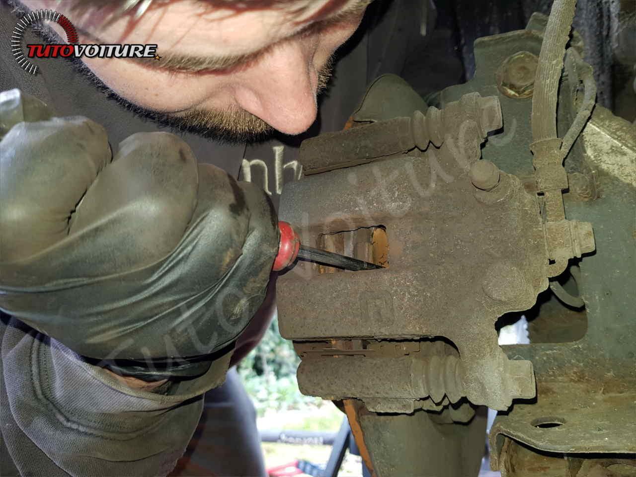 Repousser le piston de frein Renault Koleos