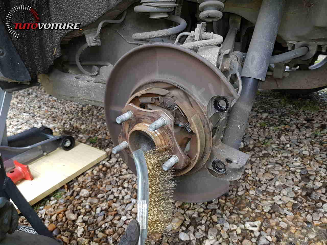 Changer ses disques et plaquettes de frein arrière Renault Koleos