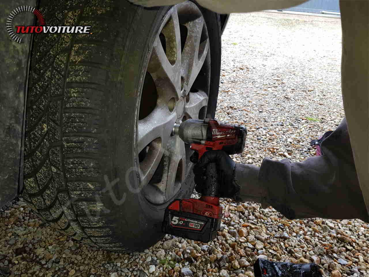Dévisser les vis de votre roue