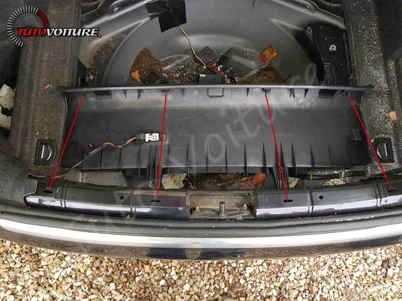 fixation de la protection de seuil de coffre Audi A4 B6