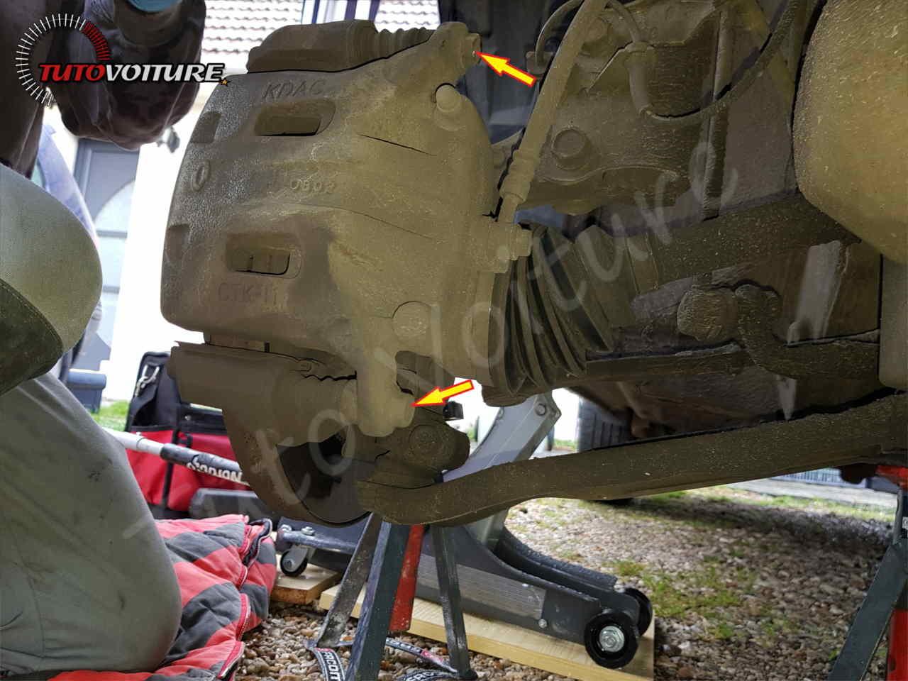 fixation de l'étrier de frein avant Renault Koleos