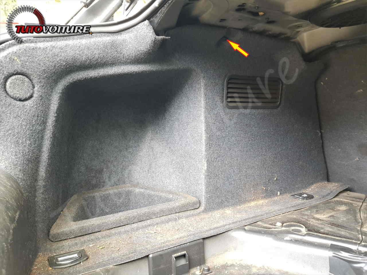 Comment enlever les panneaux de coffre Audi A4 B6