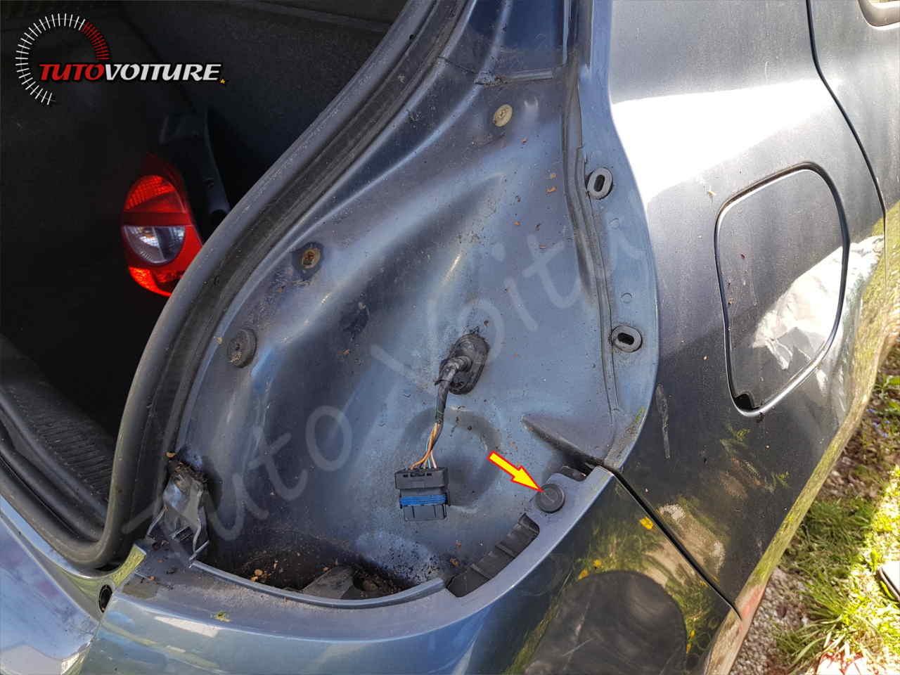 Agrafe du parechoc arrière Renault Clio 3