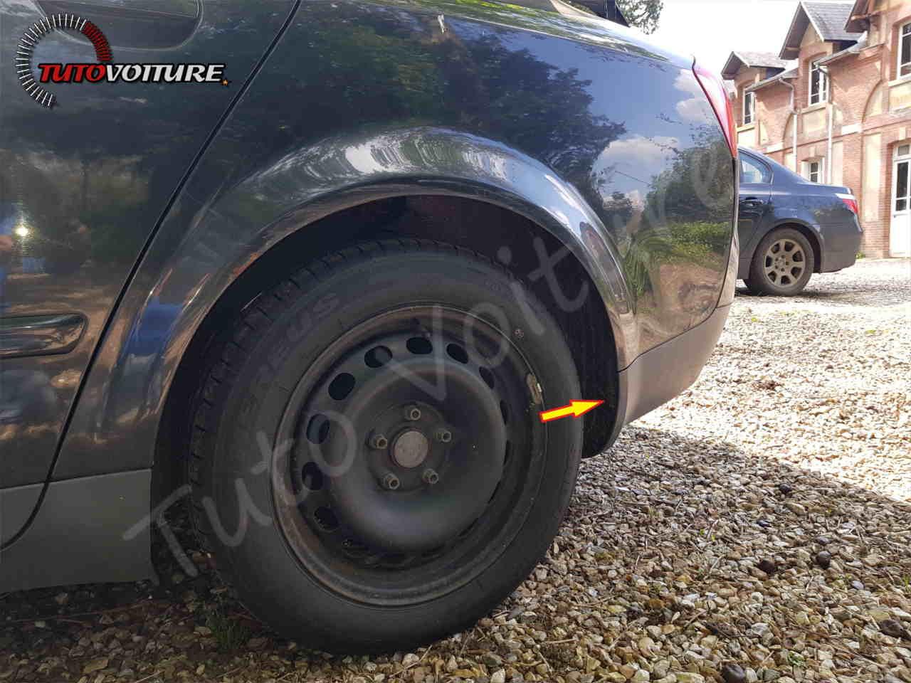 Fixation du pare-chocs arrière dans passage de roue Audi A4 B6