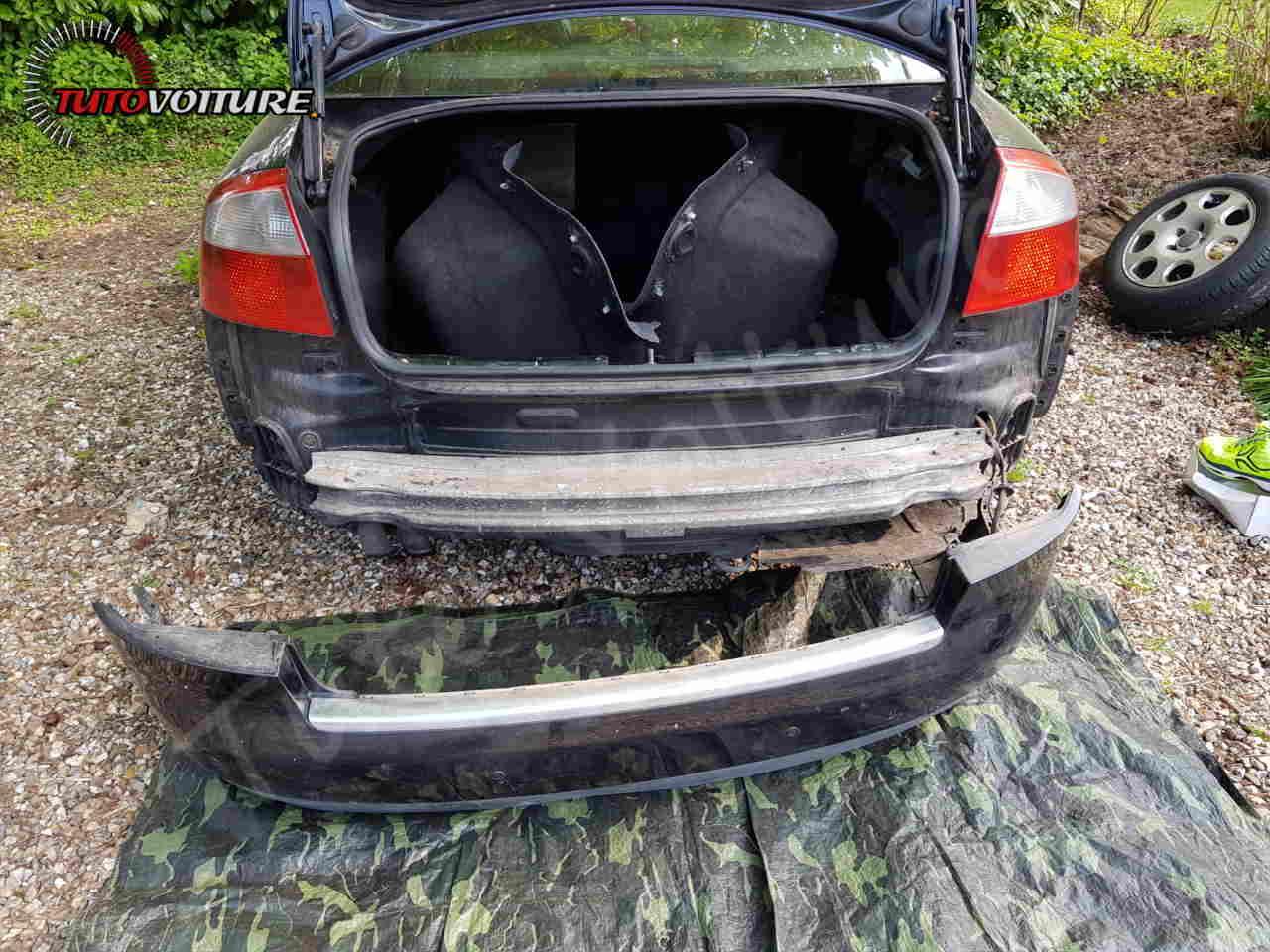 Extirper le pare-chocs arrière AUDI A4 B6