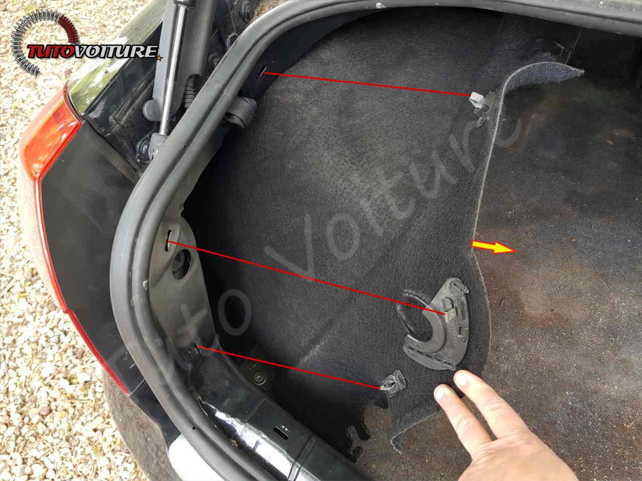 Comment retirer les panneaux de coffre Audi A4 B6