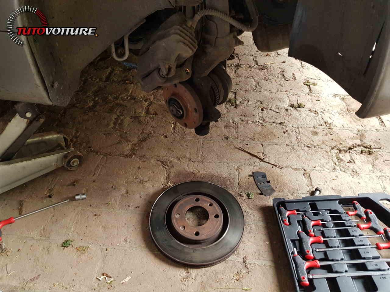 Comment remplacer ses disques de frein 206