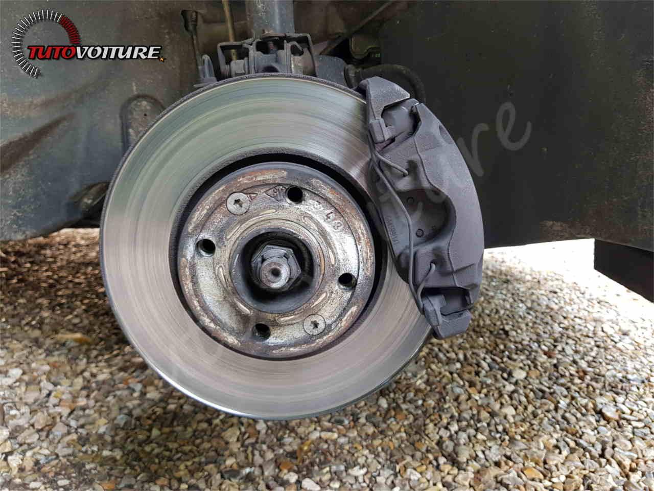 Remplacer ses disques et plaquettes de frein Clio 4