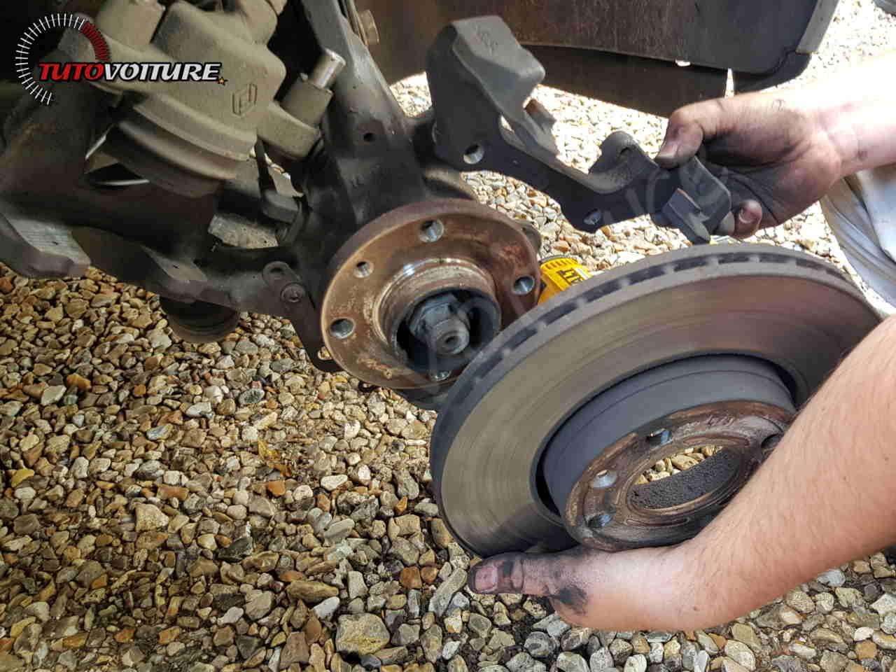 Retirer le disque de frein Clio 4